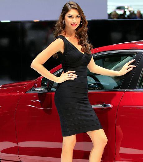Les plus belles h tesses du salon de gen ve 2012 en for Hotesse dans les salons