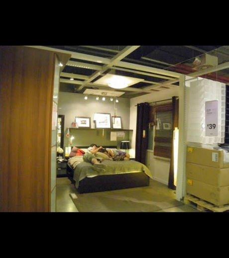en chine des personnes vivent et dorment dans des magasins ikea at diaposon. Black Bedroom Furniture Sets. Home Design Ideas